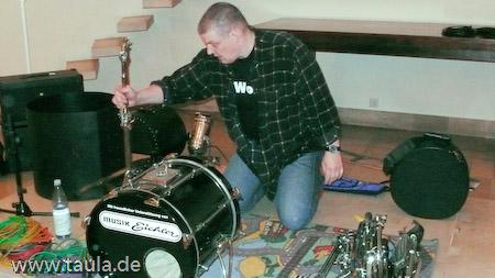Noch einmal das Schlagzeug abbauen (Foto: Lambrecht)